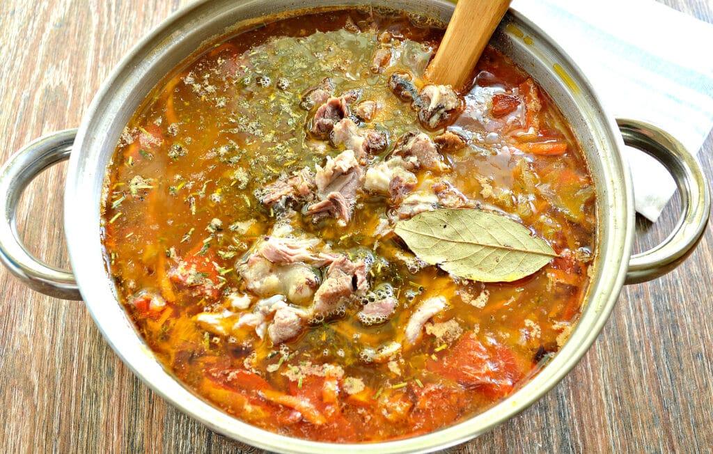 Фото рецепта - Щи с мясом и овощами - шаг 6