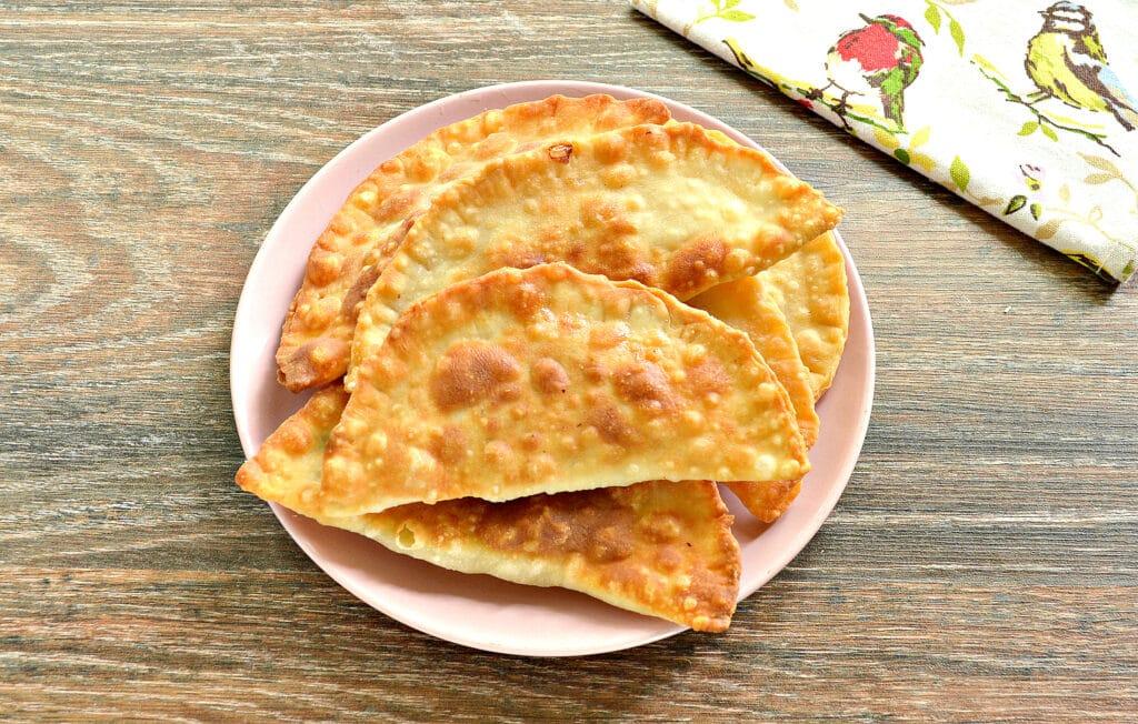 Фото рецепта - Чебуреки в мультиварке - шаг 6
