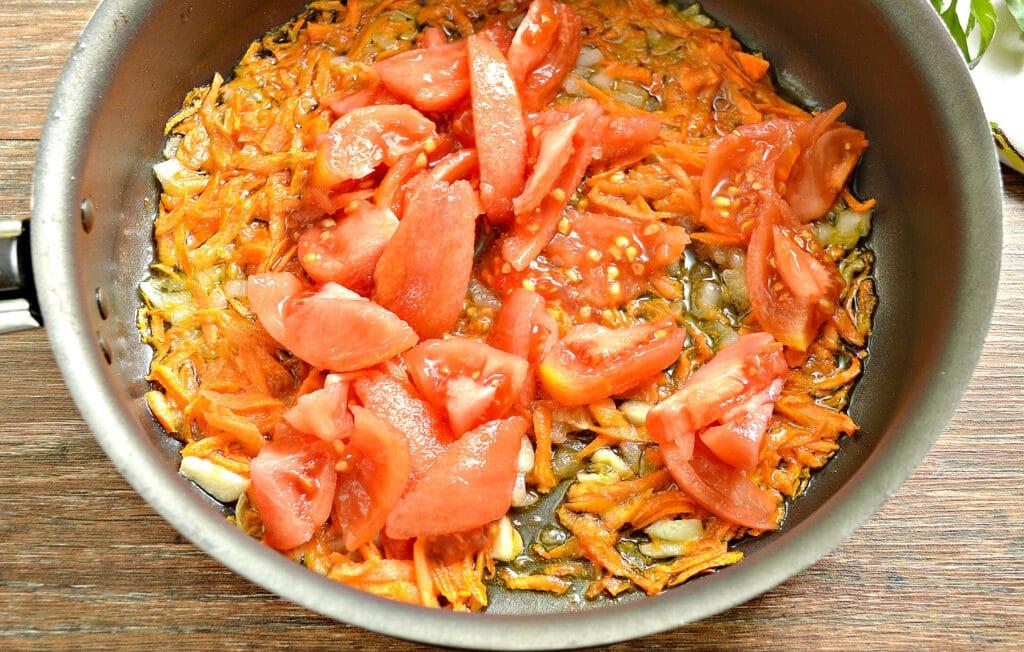 Фото рецепта - Щи с курицей, капустой и помидорами - шаг 6