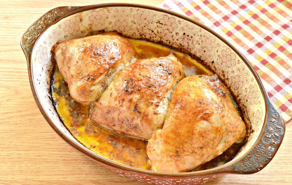 Фото рецепта - Куриные бедра в духовке в соевом соусе и майонезе - шаг 6