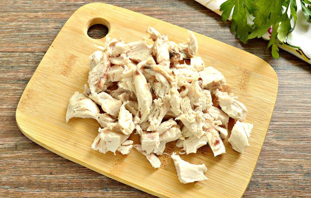 Фото рецепта - Щи с курицей, капустой и помидорами - шаг 7