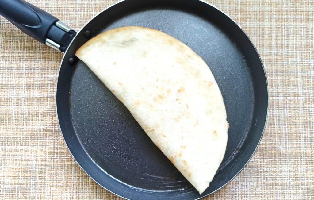 Фото рецепта - Мексиканская кесадилья с копченой курицей - шаг 7