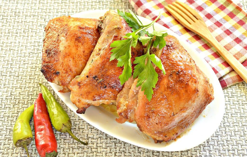Фото рецепта - Куриные бедра в духовке в соевом соусе и майонезе - шаг 7