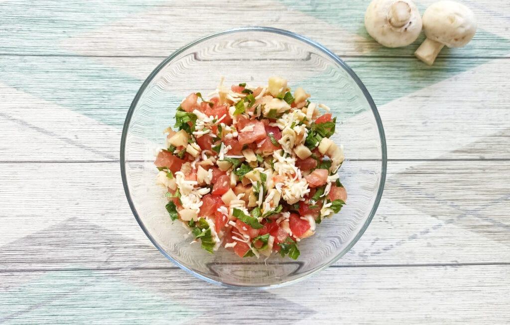 Фото рецепта - Шампиньоны, фаршированные помидорами и плавленым сыром в духовке - шаг 7