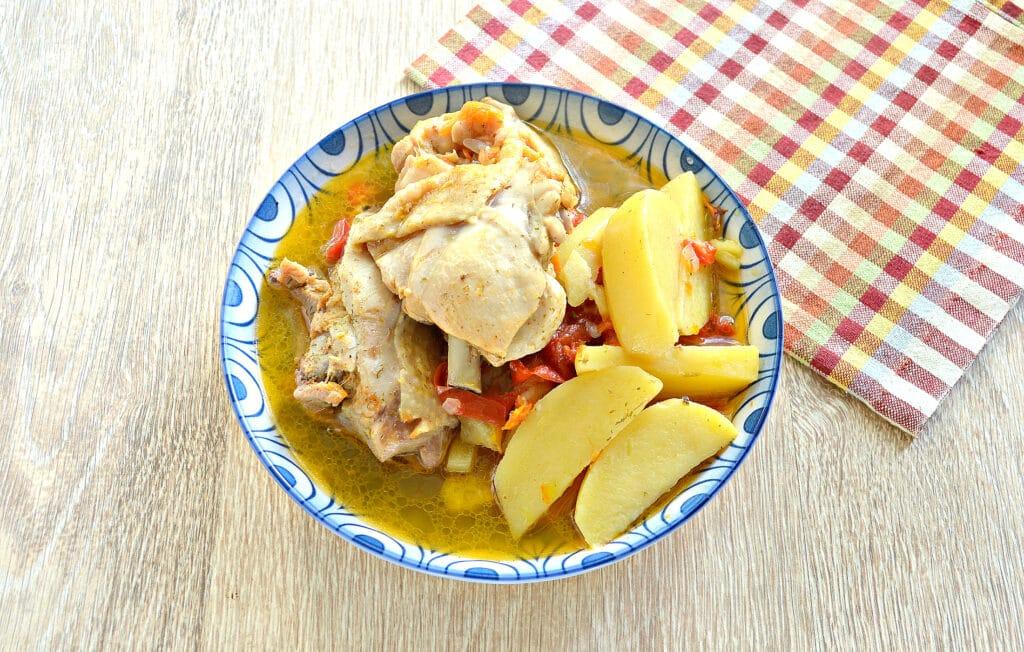 Фото рецепта - Куриные бедра с овощами и картофелем в мультиварке - шаг 7