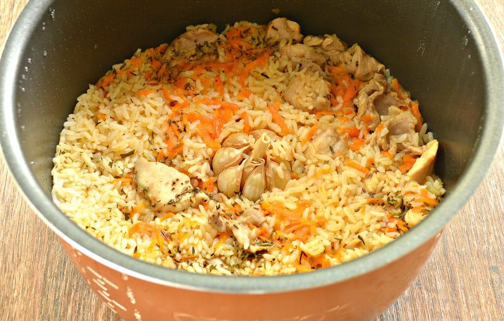 Фото рецепта - Плов с куриными бедрами в мультиварке - шаг 8