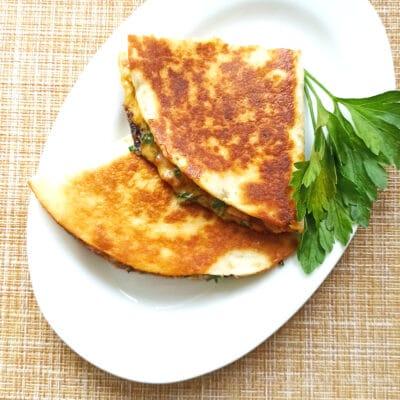 Мексиканская кесадилья с копченой курицей - рецепт с фото