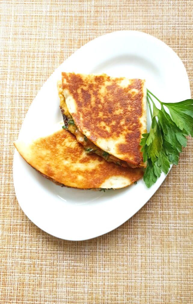 Фото рецепта - Мексиканская кесадилья с копченой курицей - шаг 8