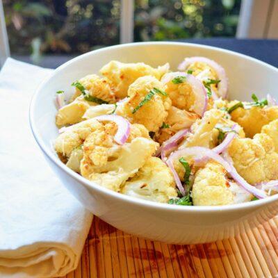 Запеченная цветная капуста с сыром и мятой - рецепт с фото
