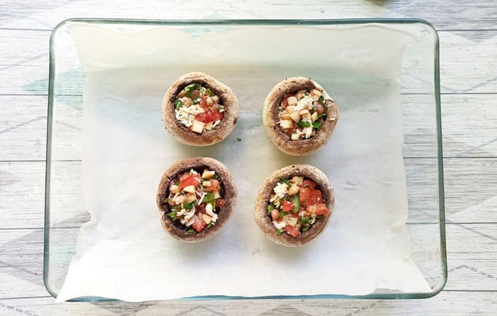 Фото рецепта - Шампиньоны, фаршированные помидорами и плавленым сыром в духовке - шаг 8