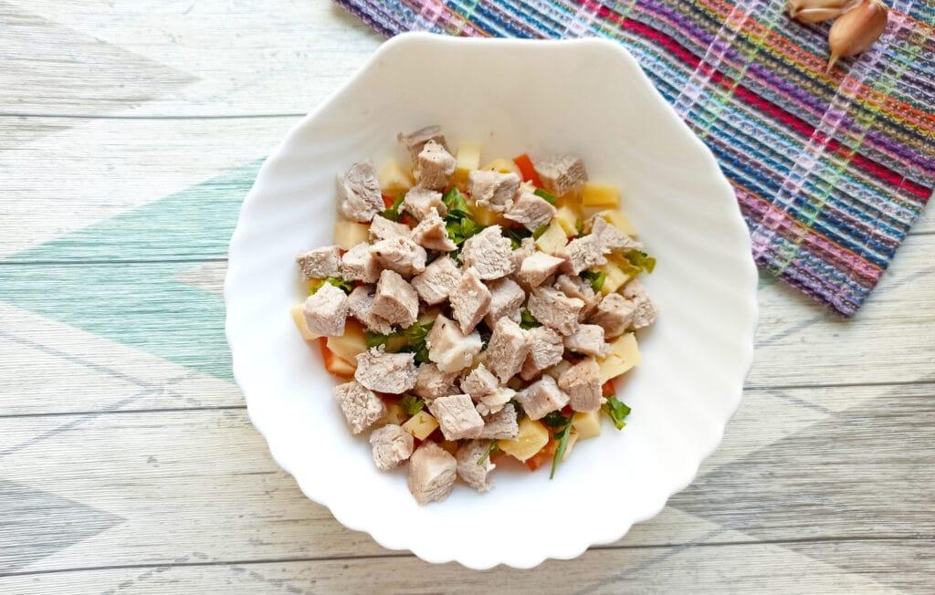Фото рецепта - Салат с мясом на пару, помидорами и сыром - шаг 8