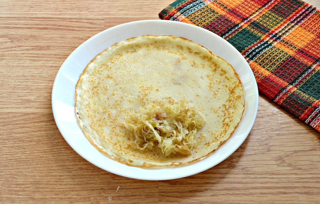 Фото рецепта - Блины с капустной начинкой - шаг 8