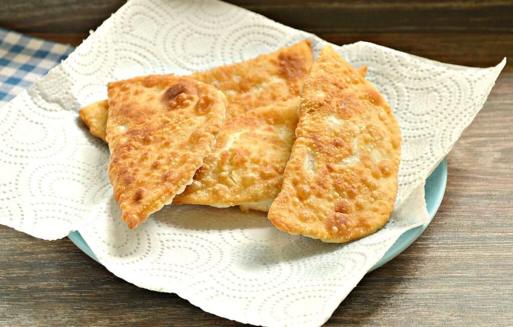 Фото рецепта - Чебуреки с капустой - шаг 9