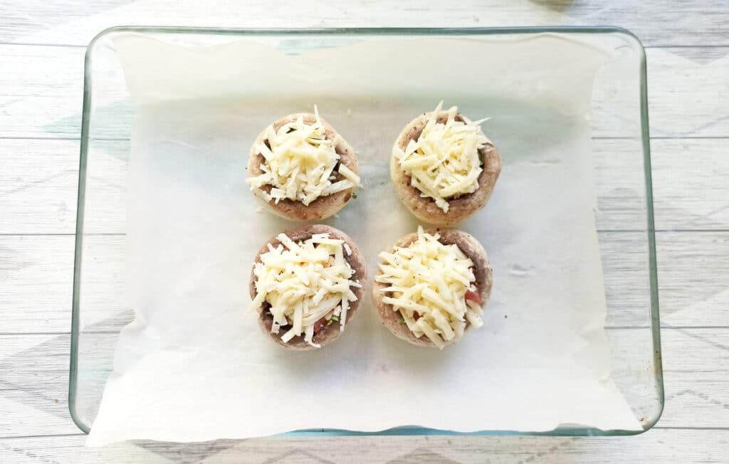 Фото рецепта - Шампиньоны, фаршированные помидорами и плавленым сыром в духовке - шаг 9