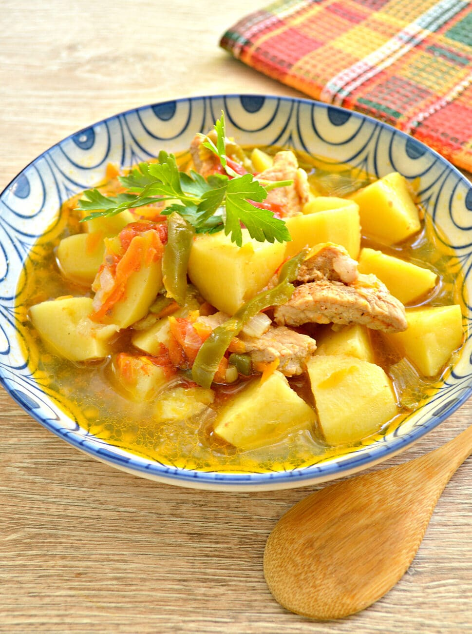 Свинина с картофелем, перцем и помидорами в мультиварке