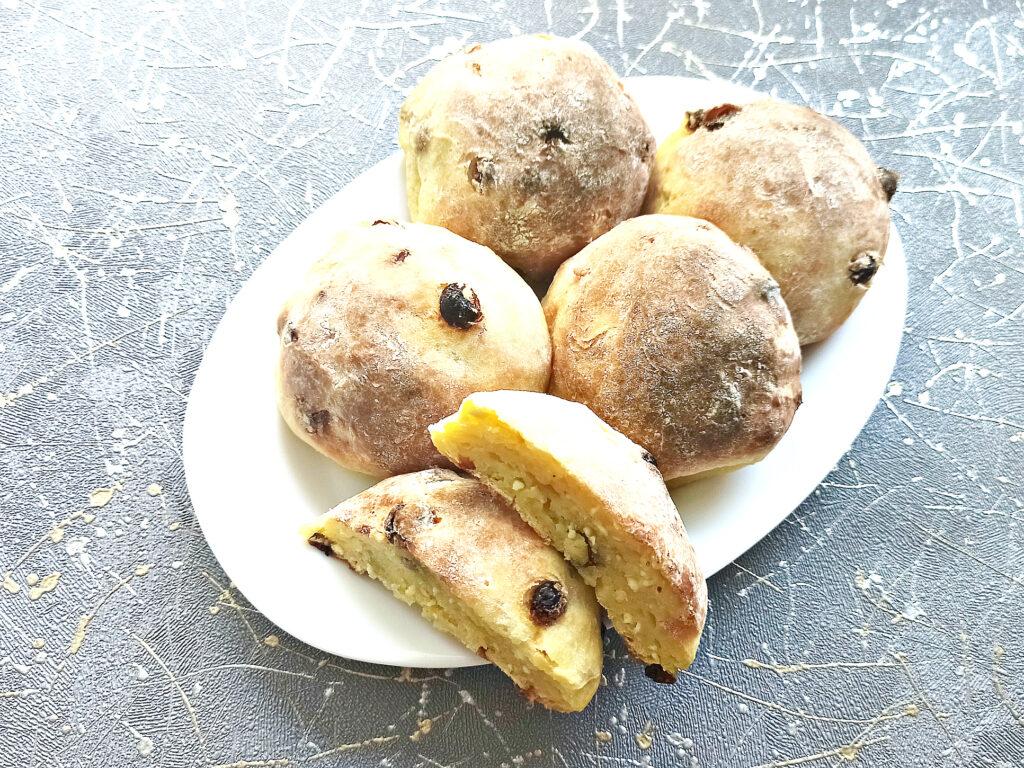 Фото рецепта - Творожные булочки с изюмом в духовке - шаг 8