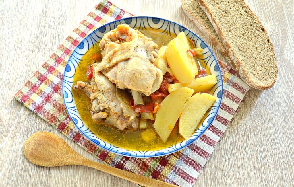 Фото рецепта - Куриные бедра с овощами и картофелем в мультиварке - шаг 8
