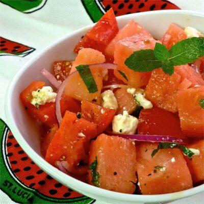 Салат из помидоров и арбузов - рецепт с фото