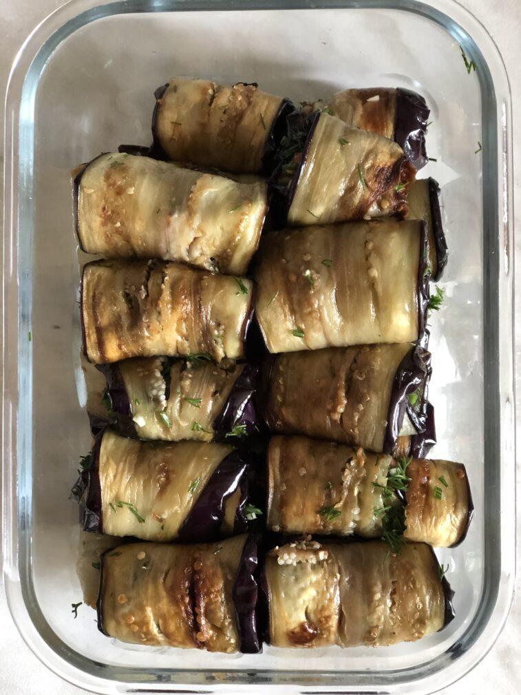 Фото рецепта - Рулетики из баклажанов с томатами и чесноком - шаг 14