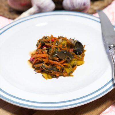 """Осенний салат из баклажанов """"грибочки"""" (соленые баклажаны) - рецепт с фото"""