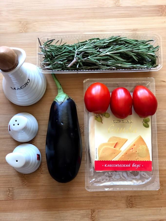 Фото рецепта - Фаршированные баклажаны с сыром и томатами - шаг 1