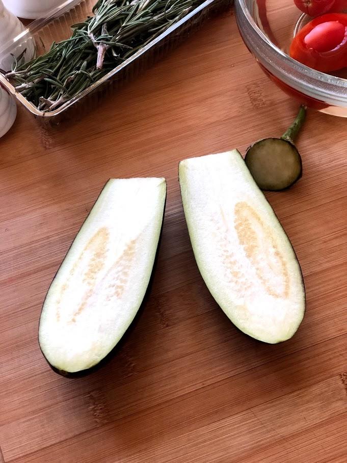 Фото рецепта - Фаршированные баклажаны с сыром и томатами - шаг 5