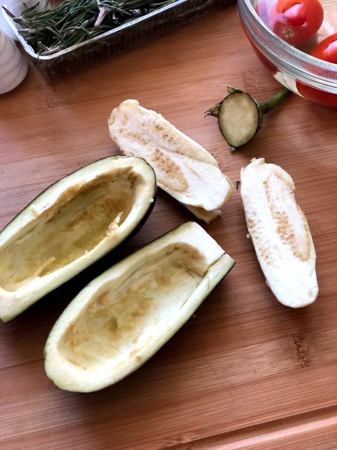 Фото рецепта - Фаршированные баклажаны с сыром и томатами - шаг 6