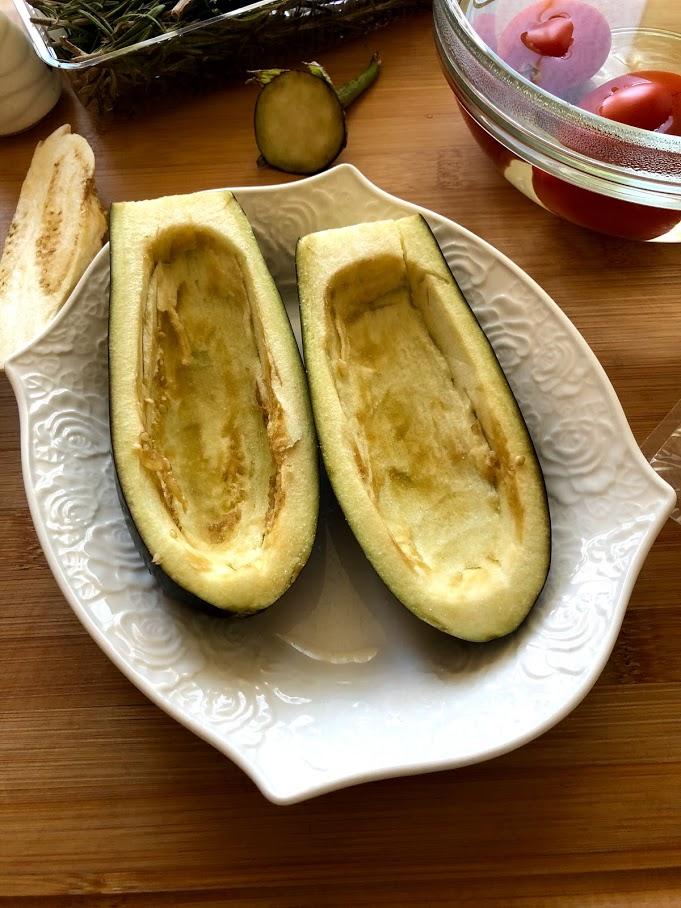 Фото рецепта - Фаршированные баклажаны с сыром и томатами - шаг 7