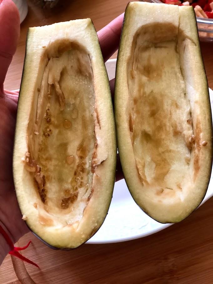 Фото рецепта - Фаршированные баклажаны с сыром и томатами - шаг 9