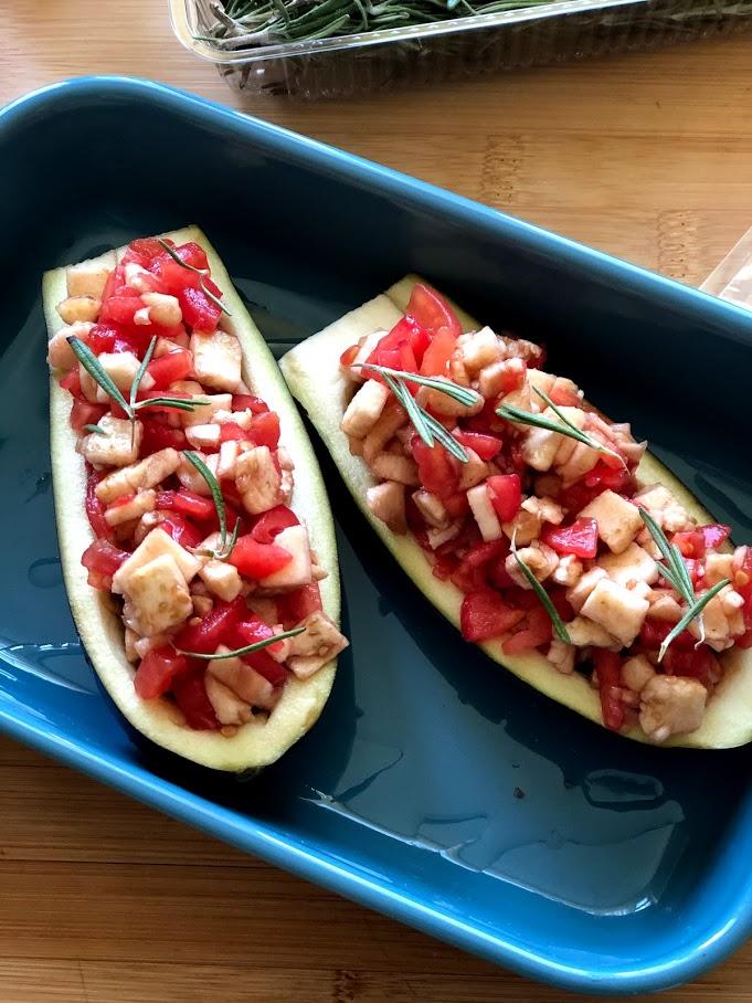 Фото рецепта - Фаршированные баклажаны с сыром и томатами - шаг 10