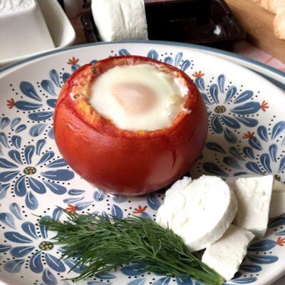 Яичница в томате запеченная - рецепт с фото