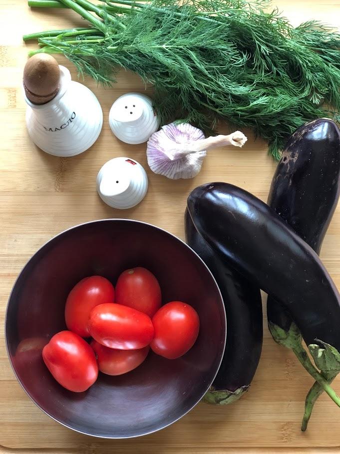 Фото рецепта - Рулетики из баклажанов с томатами и чесноком - шаг 1