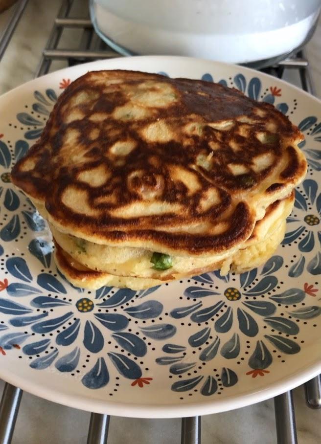 Фото рецепта - Оладьи с овощами на завтрак - шаг 7