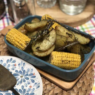 Кукуруза и картофель в духовке - рецепт с фото