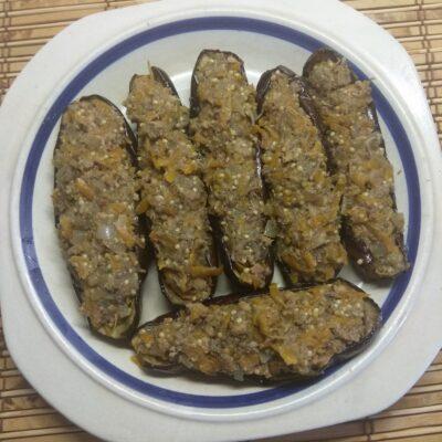 Запеченные баклажаны, фаршированные сардинами - рецепт с фото
