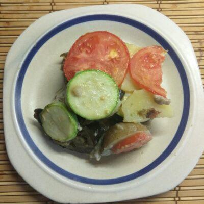 Яичная запеканка с баклажанами, кабачками, помидорами и картофелем - рецепт с фото