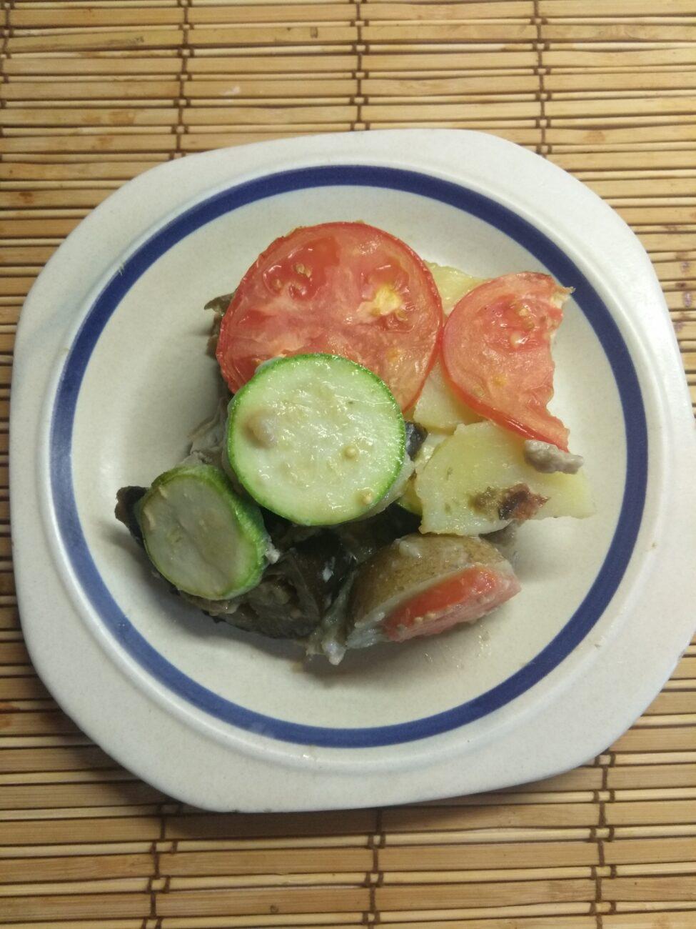 Яичная запеканка с баклажанами, кабачками, помидорами и картофелем