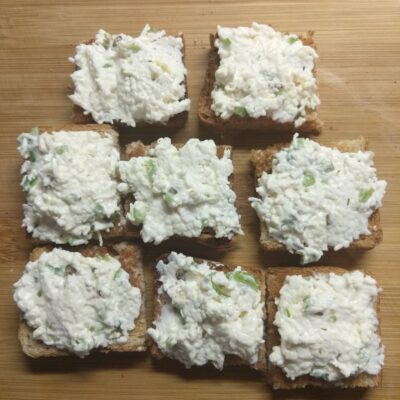Закусочные острые бутерброды с сырком - рецепт с фото