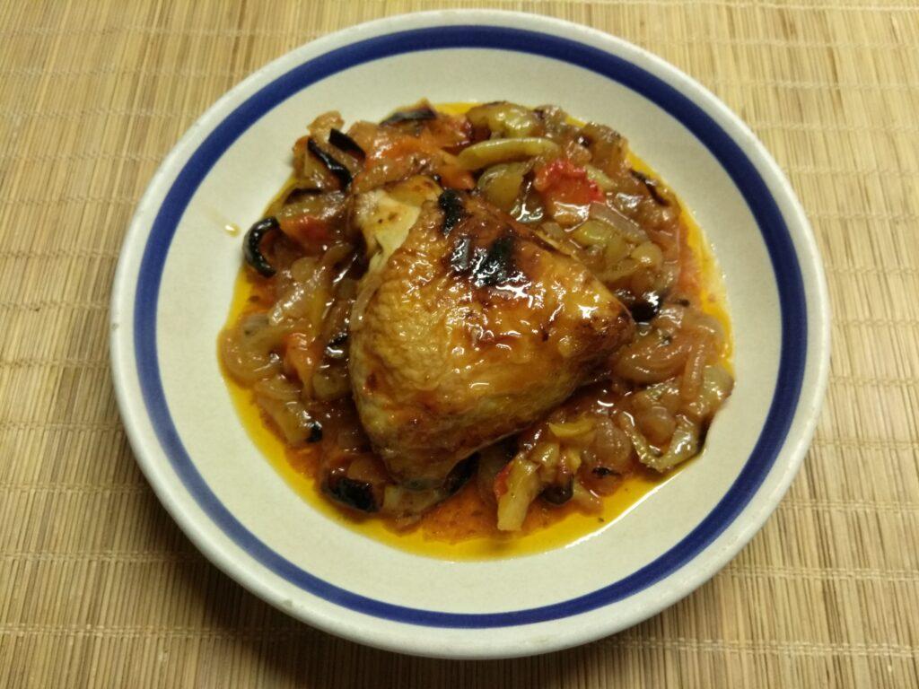 Фото рецепта - Куриные бедра, запеченные с болгарским перцем - шаг 5