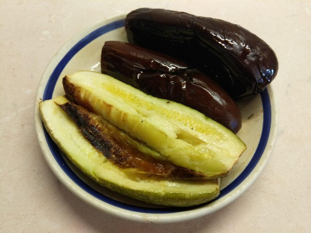 Фото рецепта - Холодная закуска из баклажанов, кабачков и помидоров - шаг 1