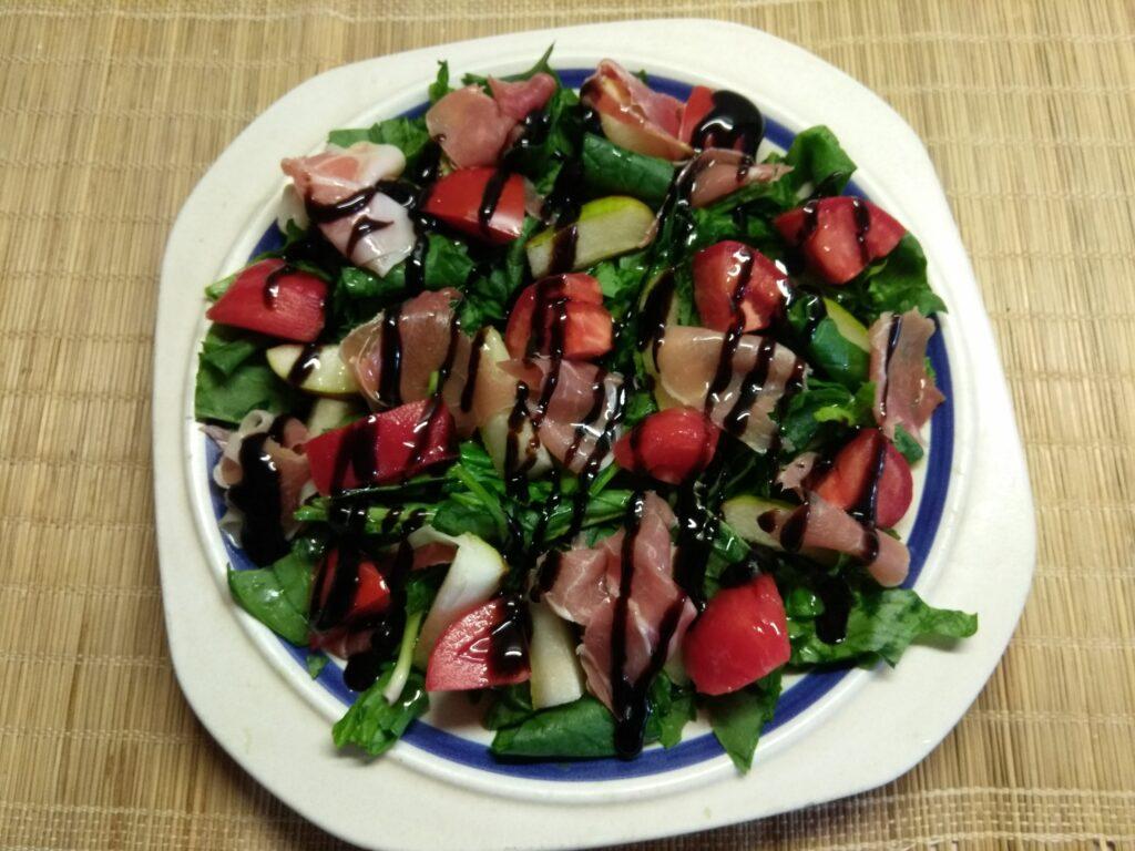 Фото рецепта - Салат со шпинатом, хамоном и грушей - шаг 5