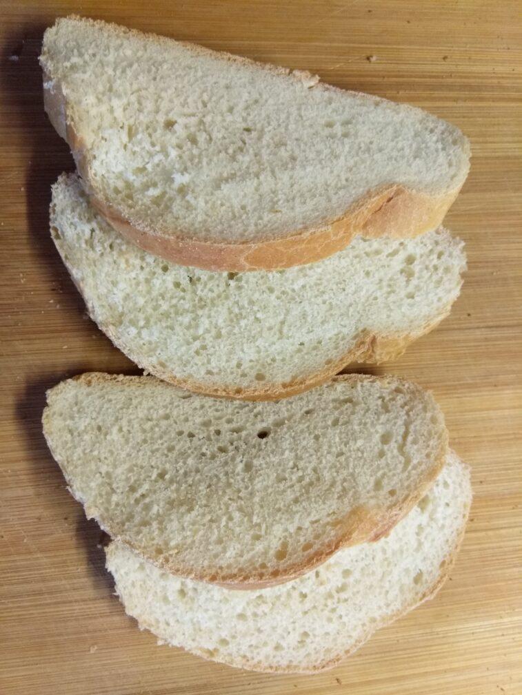Фото рецепта - Бутерброды с творожным сыром, шпротами и огурцами - шаг 1