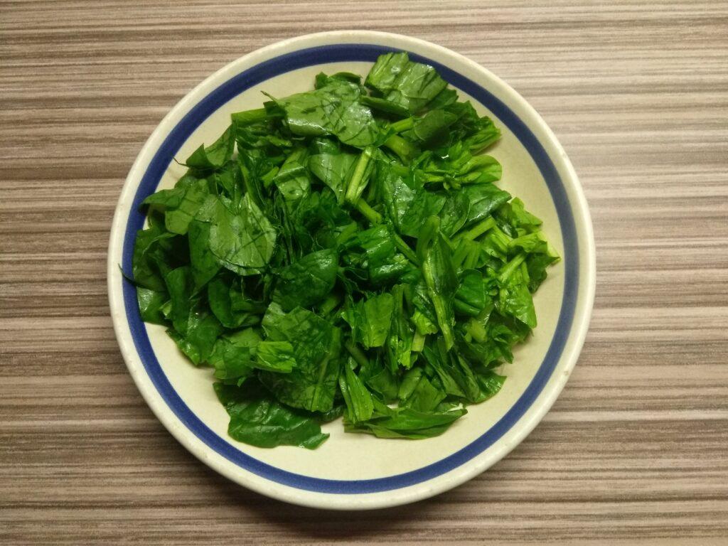 Фото рецепта - Салат со шпинатом, перцем, помидорами и балыком - шаг 1