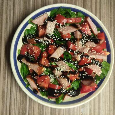 Салат со шпинатом, перцем, помидорами и балыком - рецепт с фото