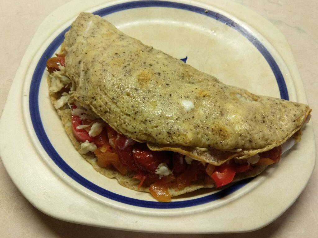 Фото рецепта - Омлет с болгарским перцем, луком и хеком - шаг 7