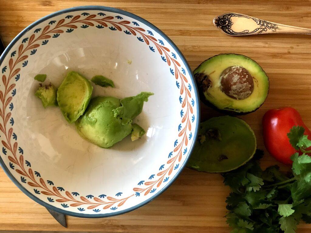 Фото рецепта - Гуакамоле – мексиканская паста - шаг 2