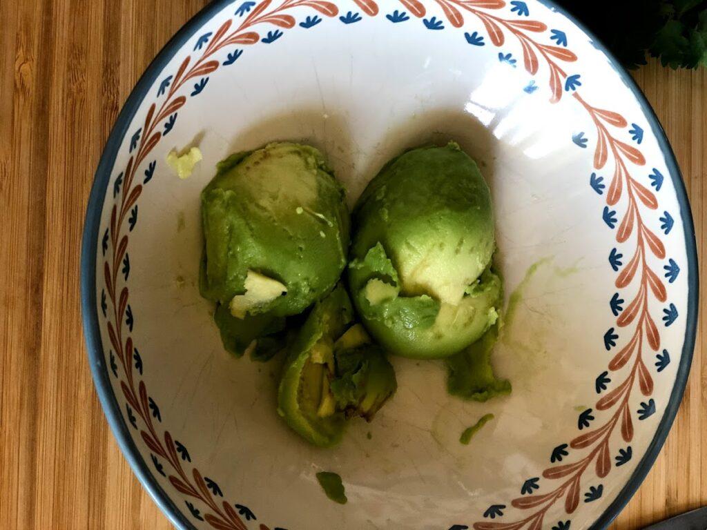 Фото рецепта - Гуакамоле – мексиканская паста - шаг 3