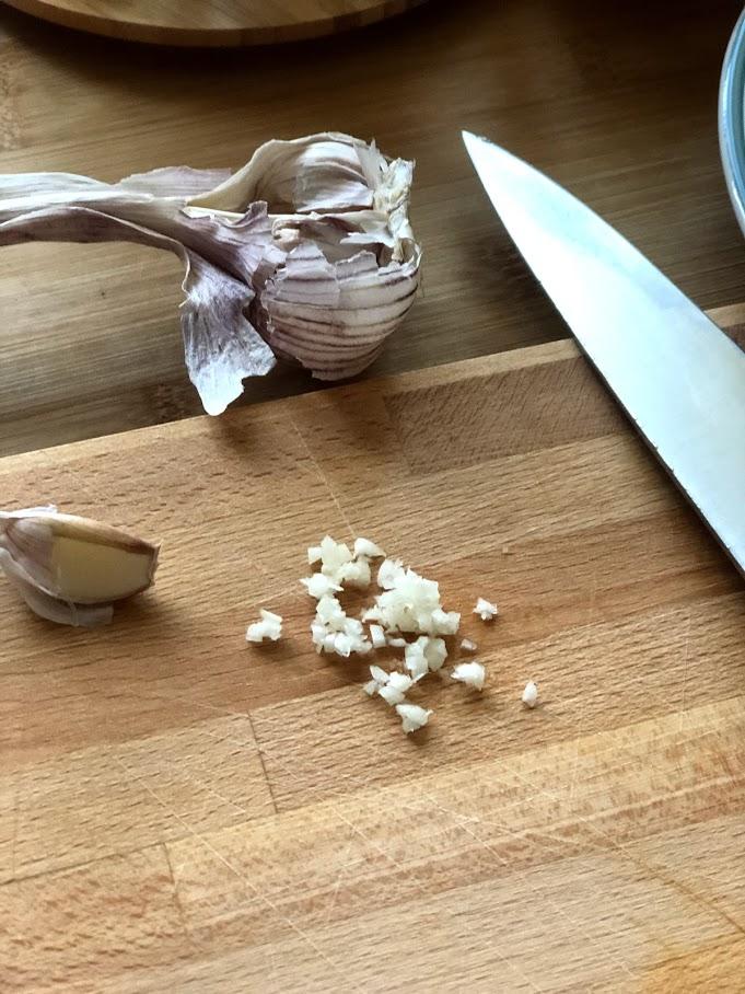 Фото рецепта - Теплый салат с креветками и спаржей - шаг 2