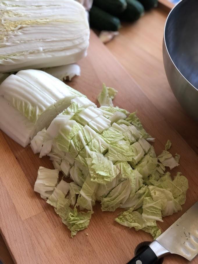 Фото рецепта - Салат из пекинской капусты и огурцов - шаг 2