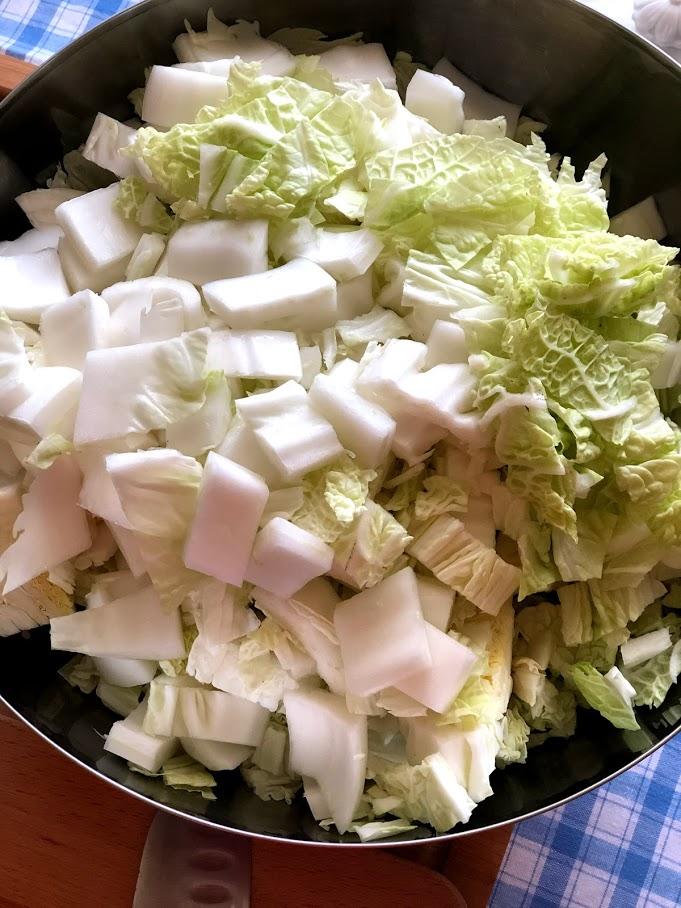 Фото рецепта - Салат из пекинской капусты и огурцов - шаг 3